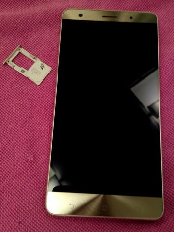 ASUS Zenfone3 Unboxing SimSlot